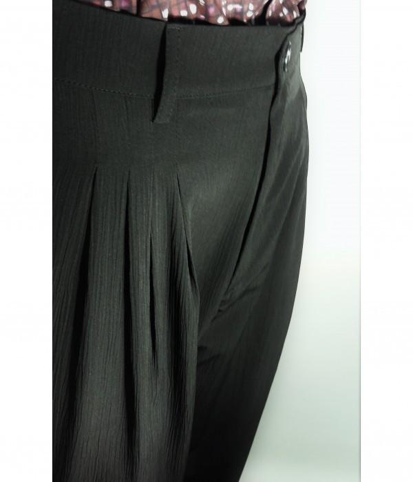 Pantalone da tango, swing e vintage in poliestere goffrato LINEA PIUMA 180 GR NERO GOFFRATO di ViolaClandestina - particolare pence